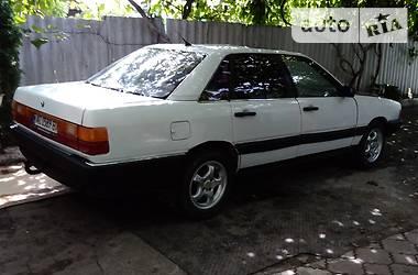 Седан Audi 100 1984 в Дубровице