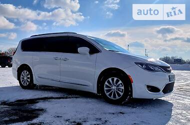 Chrysler Pacifica 2018 в Києві