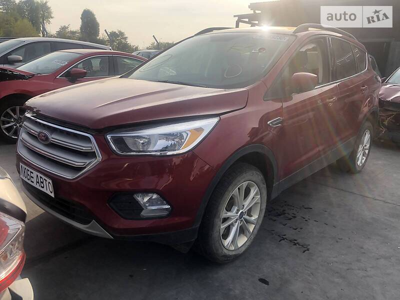 https://cdn3.riastatic.com/photosnew/auto/photo/ford_escape__358955538f.jpg