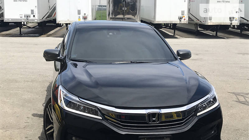 Honda Accord 2015 року