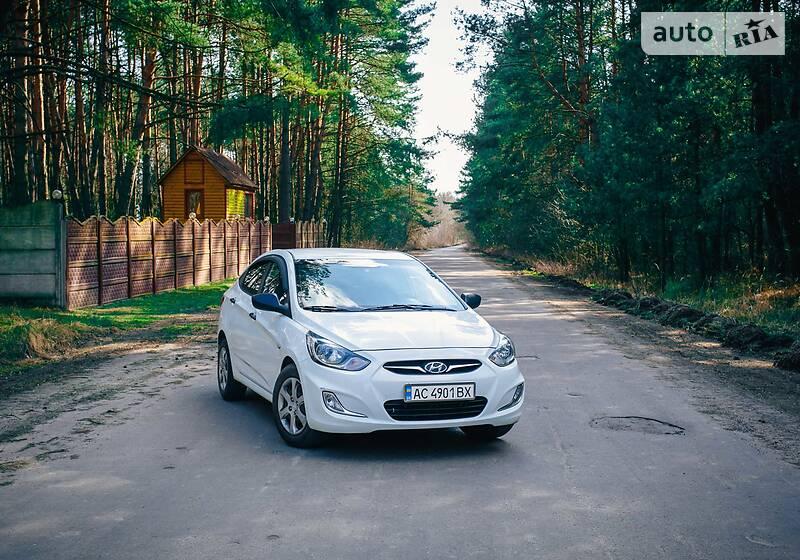 Седан Hyundai Accent 2012 в Нововолинську