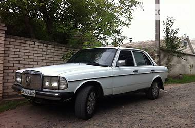 Mercedes-Benz 200 1981