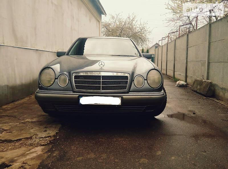Mercedes-Benz 210 1999 в Обухове