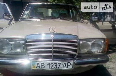 Mercedes-Benz 220 1979 в Чернобае