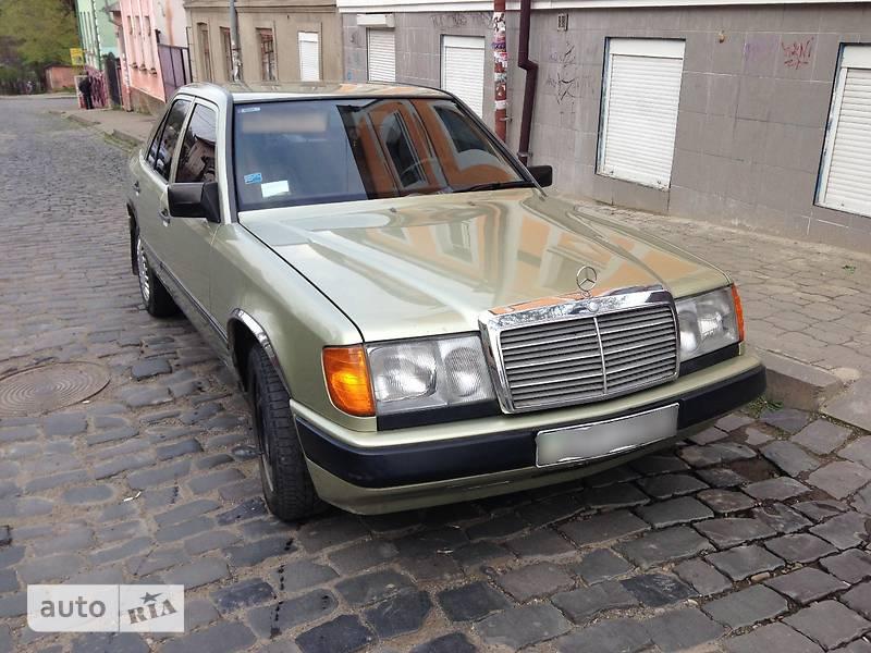 Mercedes-Benz 230 1985 в Черновцах
