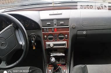 Седан Mercedes-Benz C 220 1995 в Львове