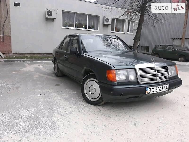 Седан Mercedes-Benz E 200 1989 в Тернополе