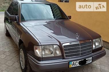 Седан Mercedes-Benz E 200 1995 в Луцьку
