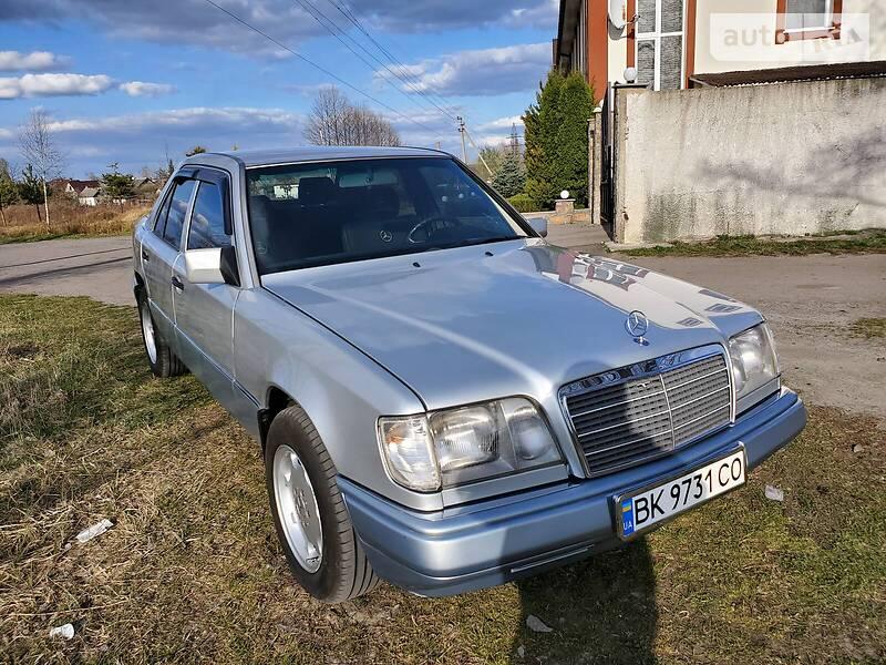 Mercedes-Benz E 220 1995 в Рокитном