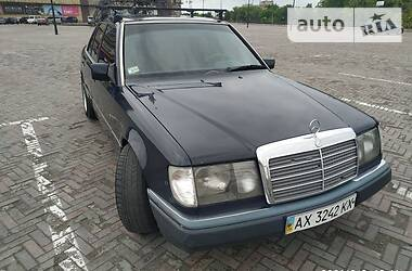 Седан Mercedes-Benz E 220 1993 в Харкові