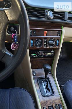 Седан Mercedes-Benz E 250 1990 в Коломые