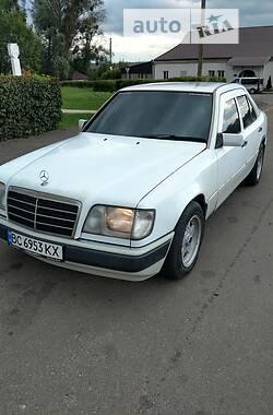 Седан Mercedes-Benz E 260 1992 в Львове