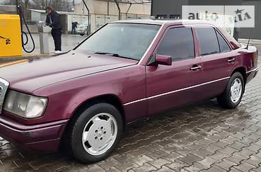 Седан Mercedes-Benz E 300 1990 в Черновцах
