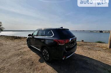 Позашляховик / Кросовер Mitsubishi Outlander PHEV 2018 в Дніпрі