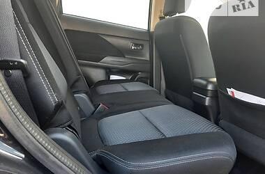 Внедорожник / Кроссовер Mitsubishi Outlander 2016 в Полтаве