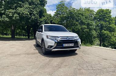 Внедорожник / Кроссовер Mitsubishi Outlander 2016 в Лозовой