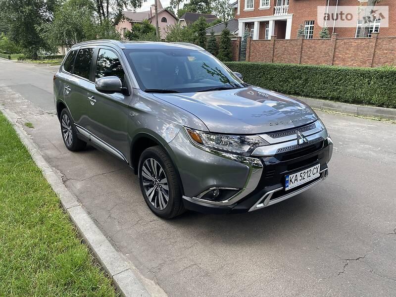 Внедорожник / Кроссовер Mitsubishi Outlander 2018 в Киеве
