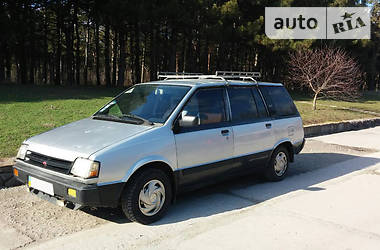 Mitsubishi Space Wagon  1986