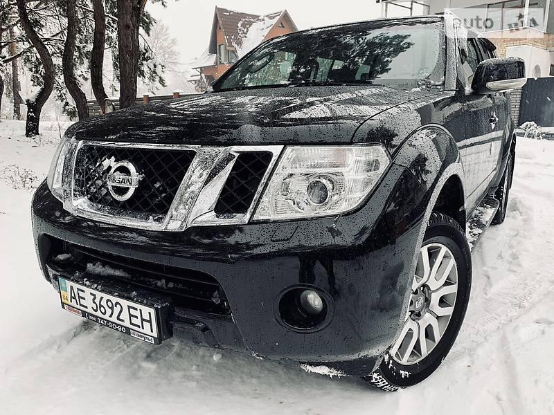 Nissan Pathfinder SE Platinum