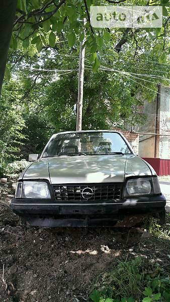 Opel Ascona 1989 року