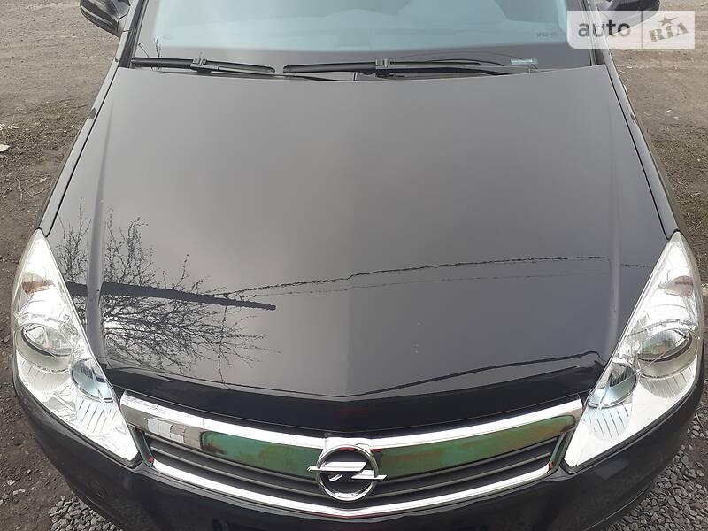 Хетчбек Opel Astra H 2011 в Чистяковому