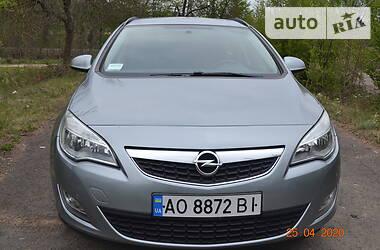 Opel Astra J 2012 в Иршаве