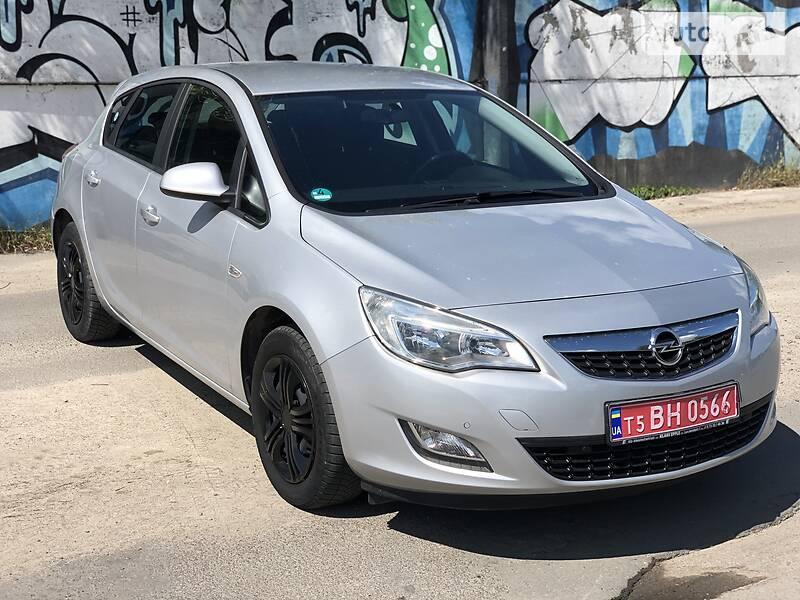 Opel Astra J 2010 в Луцке