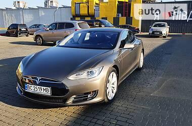 Седан Tesla Model S 2015 в Львове