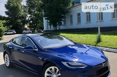 Седан Tesla Model S 2015 в Києві