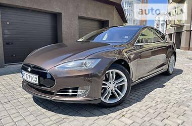 Седан Tesla Model S 2015 в Ивано-Франковске