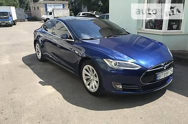 Седан Tesla Model S 2015 в Новой Каховке