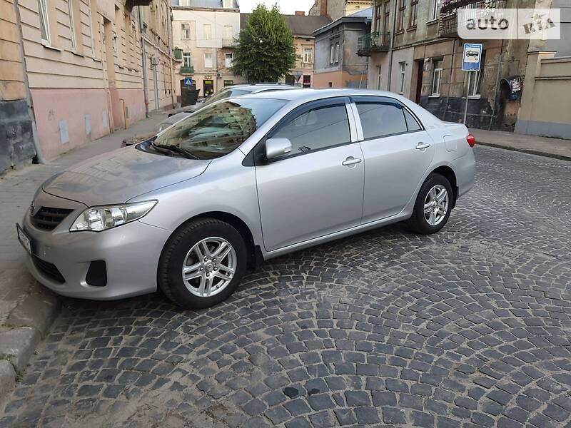 Седан Toyota Corolla 2010 в Львові