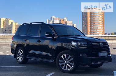 Toyota Land Cruiser 200 Special BlackEdition