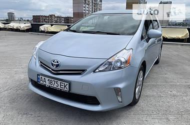 Универсал Toyota Prius v 2012 в Киеве