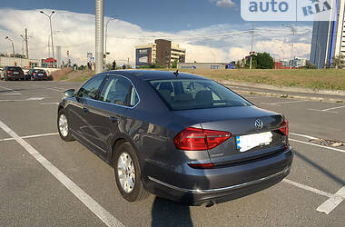 Седан Volkswagen Passat B7 2015 в Киеве