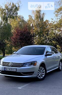 Седан Volkswagen Passat B7 2013 в Ровно