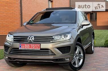 Позашляховик / Кросовер Volkswagen Touareg 2015 в Києві