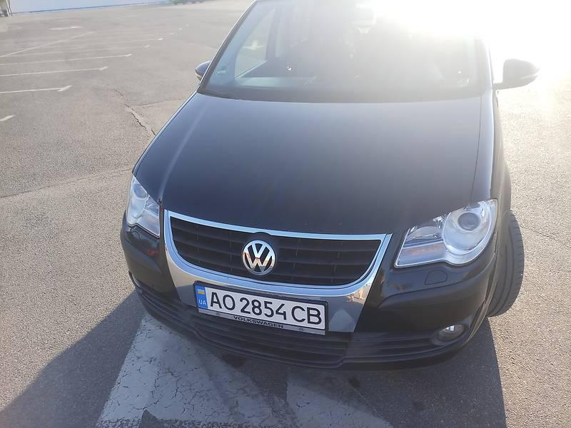 Мінівен Volkswagen Touran 2010 в Ужгороді