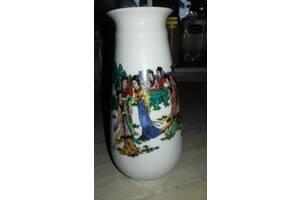 Продам красивую фарфоровую вазу из Китая.