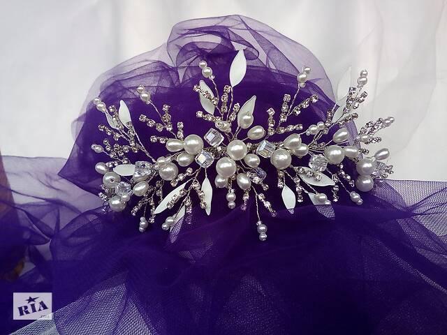 продам Свадебная диадема ручной работы из хрустальных и жемчужных бусин. Изготовление диадем  на заказ. Украшения для волос. бу в Одессе