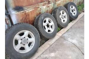 Автошины с дисками на джип