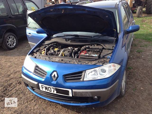 купить бу Б/у бампер передний для седана Renault Megane II в Львове