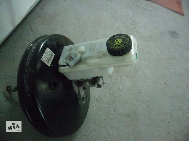 купить бу Б/у главный тормозной цилиндр для легкового авто Renault Kangoo 2008-2012 в Ивано-Франковске
