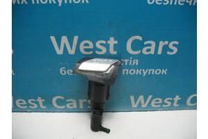 Б/У Форсунка омывателя левой фары с крышкой Golf VI 2009 - 2013 5K0955978A. Лучшая цена!