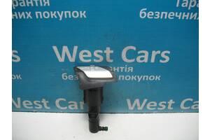 Б/У Форсунка омывателя правой фары с крышкой Golf VI 2009 - 2013 5K0955978A. Лучшая цена!