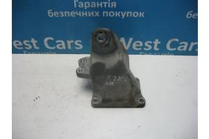Б/У 2005 - 2012 IS Кронштейн двигателя правый 2.2D. Вперед за покупками!