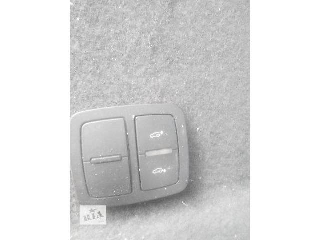 Б/у кнопка открывания багажника для легкового авто Audi Q7 2007- объявление о продаже  в Львове