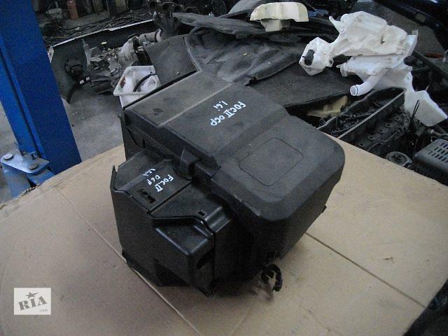 продам Б/у корпус под аккумулятор для легкового авто Ford Focus 2006 бу в Львове