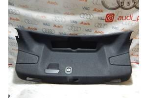 Б/У Обшивка крышки багажника AUDI А3 8V5867975C