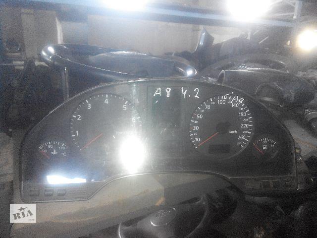 купить бу Б/у панель приборов/спидометр/тахограф/топограф для седана Audi A8 1998 в Львове
